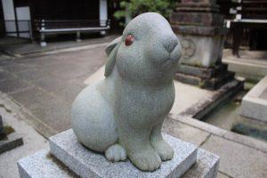 岡崎神社の狛兎2