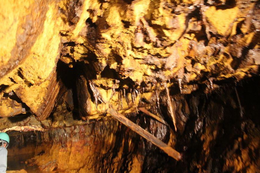 旧岩美鉱山 坑道の洞窟