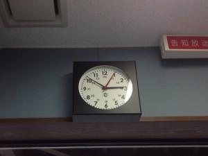 えふえむ草津さん スタジオ内の時計