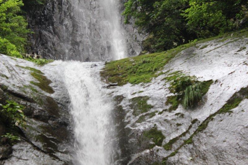 猿尾滝上下段の滝の境目